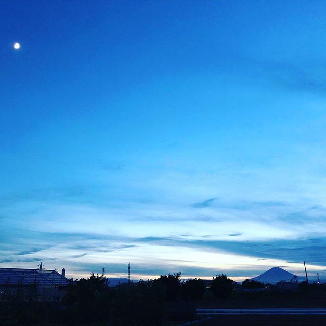 月と富士山と畑(笑)