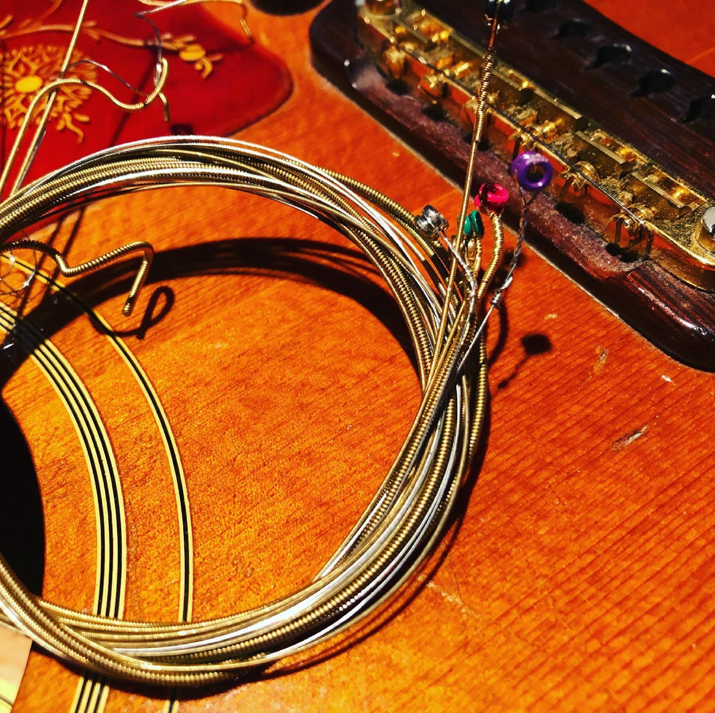 弦かえたら気持ち良くて、そのまま弾いてたら閉店時間になってたー。