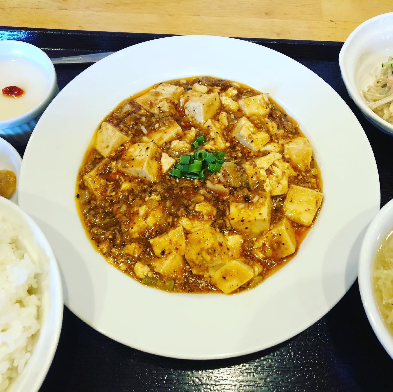 今日の昼飯は麻婆豆腐の定食